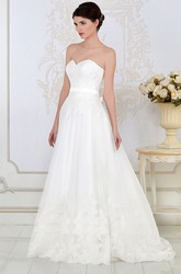 A-Line Appliqued Sweetheart Sleeveless Floor-Length Lace Wedding Dress With Bow