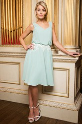 Knee-Length V-Neck Appliqued Chiffon Bridesmaid Dress With V Back
