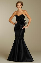 Mermaid Floor-Length Bowed Sleeveless Sweetheart Satin Bridesmaid Dress
