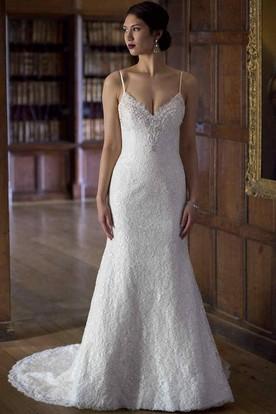 Appliqued Sleeveless Floor-Length Spaghetti Lace Wedding Dress