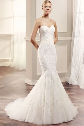 Sweetheart Floor-Length Appliqued Lace&Tulle Wedding Dress