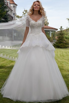 Ball Gown V-Neck Appliqued Short Sleeve Lace Wedding Dress