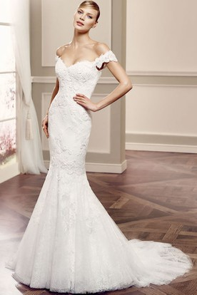 Long Off-The-Shoulder Appliqued Lace Wedding Dress With Court Train And V Back