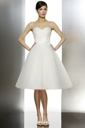 Sweetheart Knee-Length Appliqued Tulle Wedding Dress With Bow And V Back