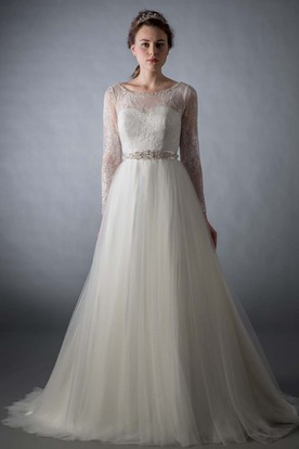 A-Line Lace Scoop Neck Long Sleeve Tulle Wedding Dress