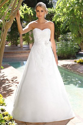 Floor-Length Sweetheart Floral Satin Wedding Dress With Appliques