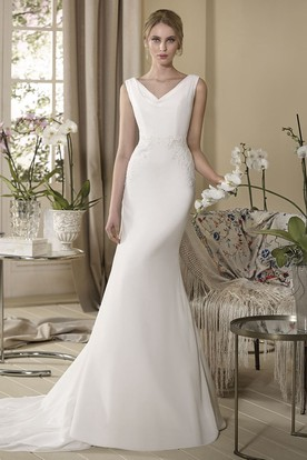 Sheath Maxi Sleeveless Appliqued V-Neck Chiffon Wedding Dress