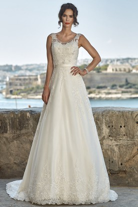 A-Line Sleeveless Floor-Length Scoop-Neck Appliqued Lace Wedding Dress