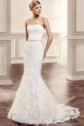 Strapless Long Appliqued Lace Wedding Dress With Court Train