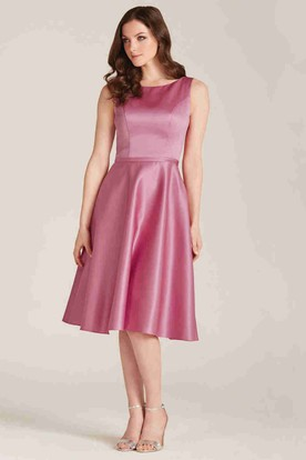A-Line Sleeveless Knee-Length Scoop-Neck Satin Bridesmaid Dress