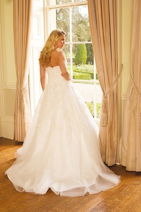 A-Line Ball-Gown Strapless Floor-Length Appliqued Sleeveless Lace&Tulle Wedding Dress With Backless Style And Court Train