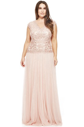 V-Neck Appliqued Cap Sleeve Tulle Evening Dress