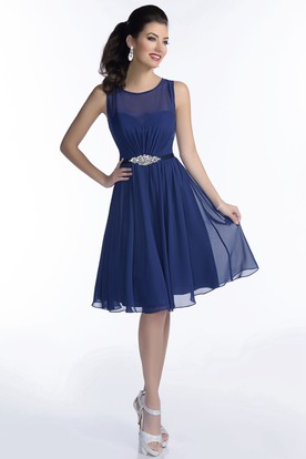 Chiffon Knee Length Sleeveless Bridesmaid Dress With Pleats And Shimmering Brooch
