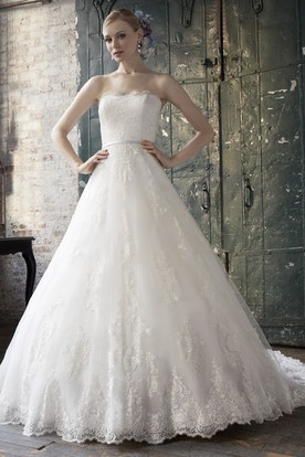 Ball-Gown Strapless Floor-Length Appliqued Sleeveless Lace Wedding Dress With Chapel Train And Backless Style