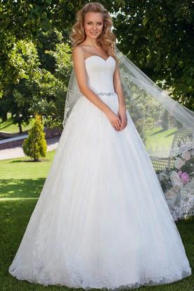 Ball Gown Criss-Cross Sleeveless Sweetheart Lace Wedding Dress