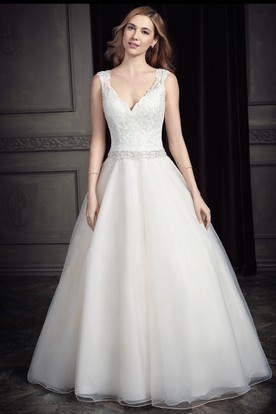 A-Line Appliqued Sleeveless V-Neck Long Lace Wedding Dress With Waist Jewellery And Low-V Back