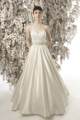 A-Line Sleeveless Sweetheart Appliqued Satin Wedding Dress
