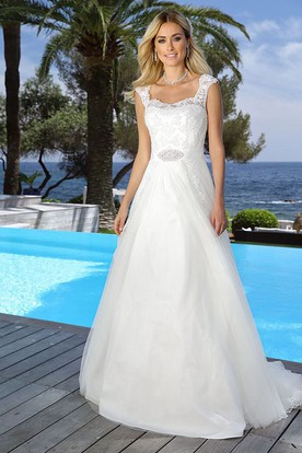 Square Floor-Length Appliqued Tulle Wedding Dress With Waist Jewellery And Keyhole