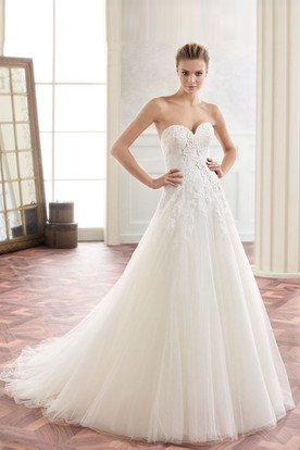 A-Line Long Appliqued Sweetheart Sleeveless Tulle Wedding Dress