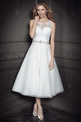 A-Line Jeweled Scoop-Neck Tea-Length Sleeveless Tulle&Lace Wedding Dress