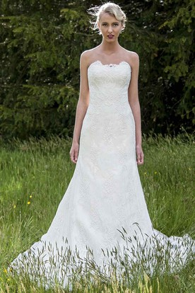 A-Line Appliqued Sleeveless Strapless Floor-Length Lace Wedding Dress