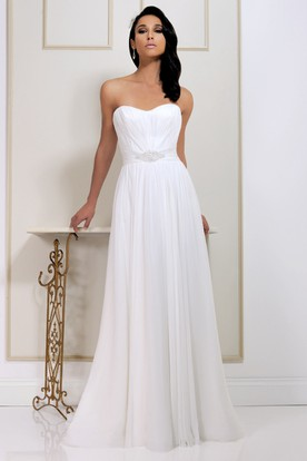 Floor-Length Sweetheart Pleated Chiffon Wedding Dress With Chapel Train