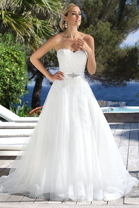Sweetheart Long Jeweled Tulle Wedding Dress With Appliques