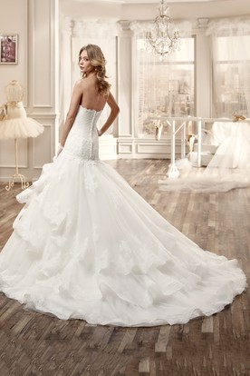 Sweetheart Long Lace Wedding Dress With Ruffles And Tiers Train