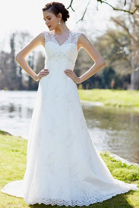 Floor-Length Appliqued V-Neck Sleeveless Lace Wedding Dress With Beading
