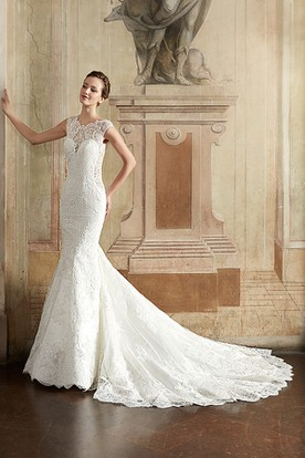 Sheath Floor-Length Scoop-Neck Appliqued Sleeveless Lace Wedding Dress