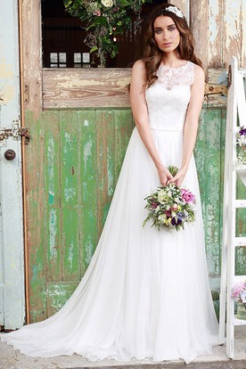 Sleeveless Scoop-Neck Tulle Wedding Dress With Illusion