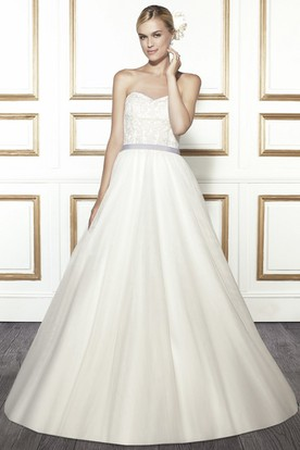 Ball Gown Sweetheart Tulle Wedding Dress With Deep-V Back