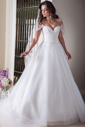 A Line Appliqued Sweetheart Tulle Wedding Dress With Waist Jewellery And Bow