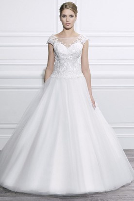 Ball Gown Scoop-Neck Long Cap-Sleeve Tulle Wedding Dress With Appliques And Deep-V Back