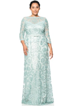 Appliqued Jewel Neck 3-4 Sleeve Lace Evening Dress
