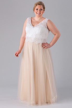 Lace Sleeveless V-Neck Tulle Bridesmaid Dress