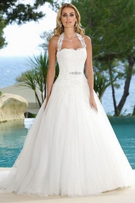 A-Line Sleeveless Floor-Length Halter Tulle Wedding Dress With Appliques And Court Train