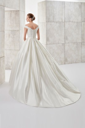 Sweetheart Cap-sleeve A-line Satin Wedding Dress with Pocket and Appliques