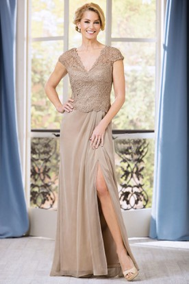 Cap-Sleeved V-Neck Long Mother Of The Bride Dress With Front Slit And Lace
