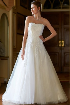 Ball-Gown Strapless Appliqued Sleeveless Floor-Length Tulle Wedding Dress With Backless Style And Court Train