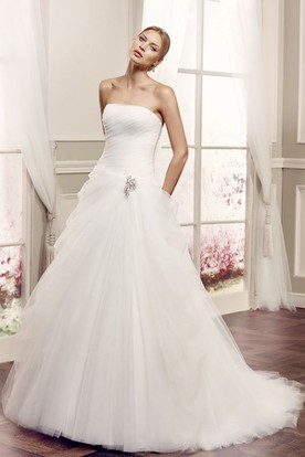 Ball-Gown Broach Strapless Sleeveless Maxi Tulle Wedding Dress With Backless Style And Draping