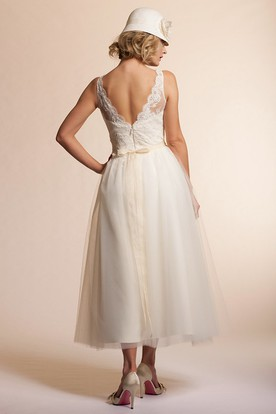 A-Line Bateau-Neck Sleeveless Tulle Wedding Dress With Deep-V Back