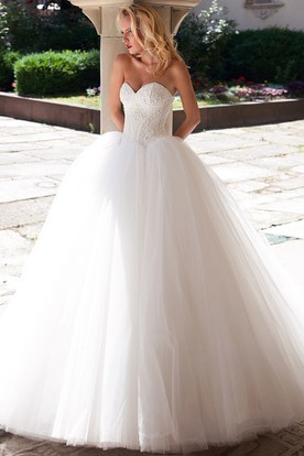 Ball Gown Floor-Length Beaded Sweetheart Sleeveless Tulle Wedding Dress
