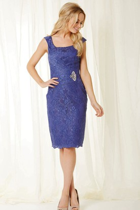 Midi Square Ruched Lace Bridesmaid Dress With Broach