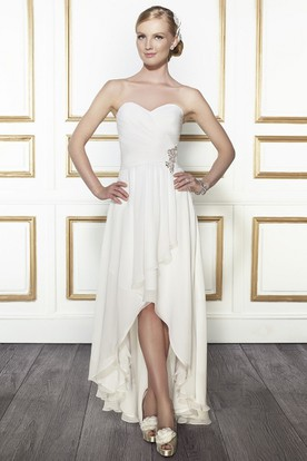 High-Low Sweetheart Criss-Cross Broach Chiffon Wedding Dress With Draping And V Back