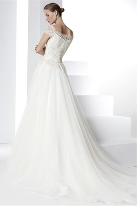A-Line Appliqued Cap Sleeve Bateau Neck Tulle Wedding Dress With Court Train