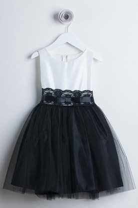 Bowed Tiered Tulle&Lace Flower Girl Dress With Sash