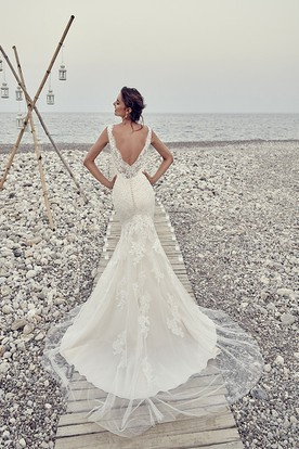 Sheath Sleeveless Long Scoop-Neck Tulle&Lace Wedding Dress With Appliques And Deep-V Back