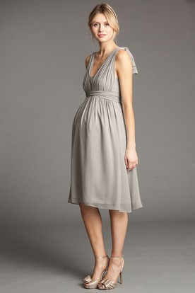 Knee-Length V-Neck Bowed Empire Chiffon Bridesmaid Dress With Straps