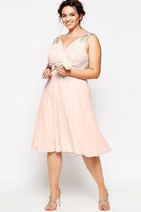 Sleeveless Knee-Length Beaded V-Neck Chiffon Bridesmaid Dress With Ruching And Zipper